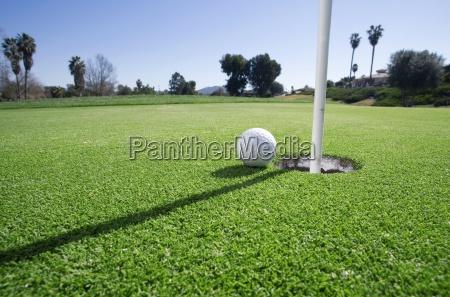 pallina da golf a bordo del