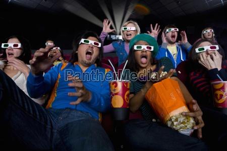 pubblico film in 3d occhiali che