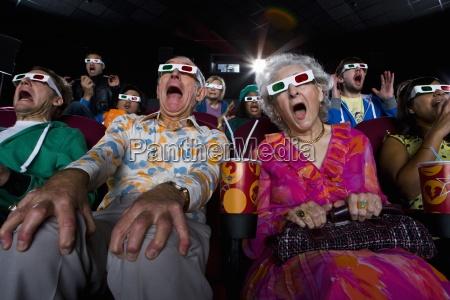 movie pubblico di occhiali 3d rendendo