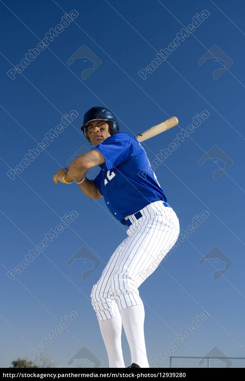 battitore, da, baseball, in, piedi, contro - 12939280