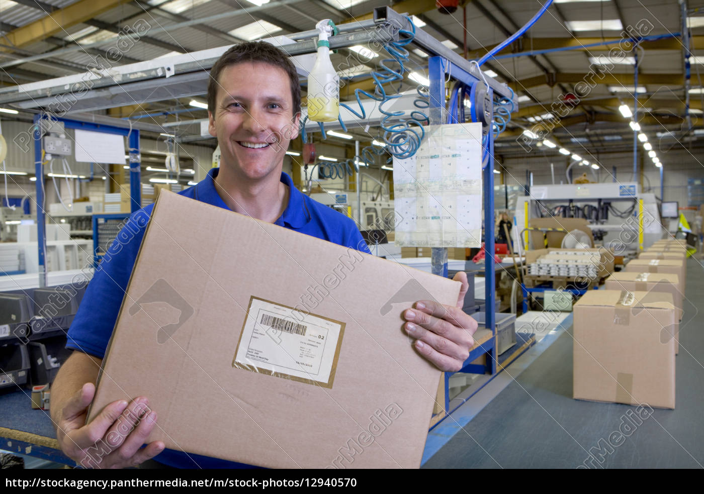 operaio, in, magazzino, sulla, scatola, di - 12940570