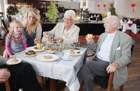 ristorante risata sorrisi cibo te tea