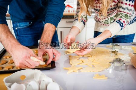 coppia la cottura in cucina cookies