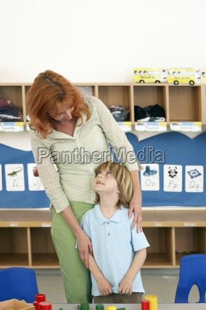 boy 4 6 e insegnante in