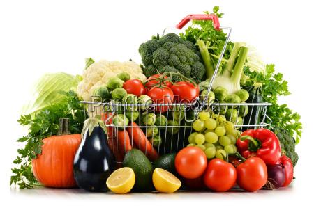cesto di acquisto con verdure biologiche