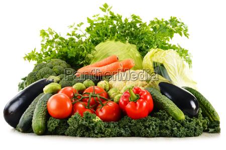 assortimento di verdure organiche grezze isolate