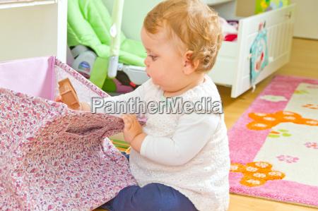 gioco giocato giocare curiosita bambino neonato