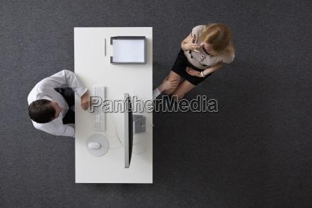 donna ufficio scrivania segretaria segretario colore