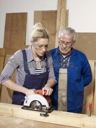 donna donne uomini uomo strumento attrezzo