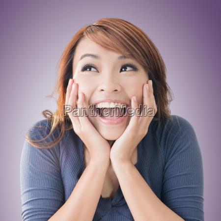 eccitato ragazza asiatica felice