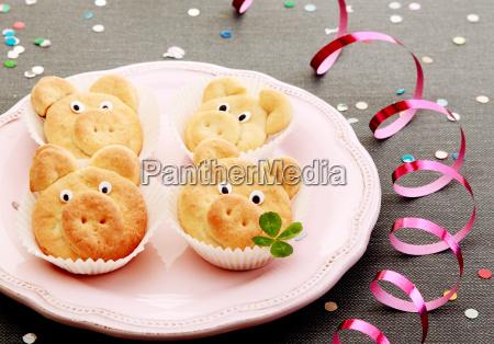 biscotti saporiti maiale carino con foglie