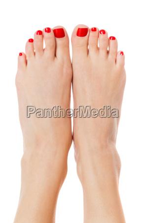 esili sexy piedi femminili con attenzione