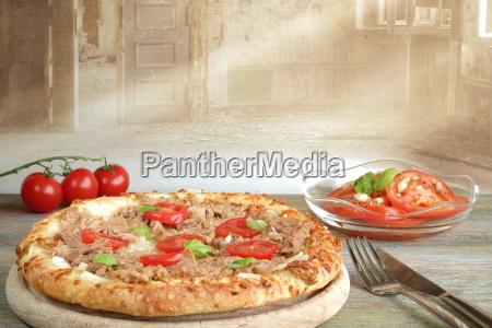 pizza pomodori italiano insalata di pomodori