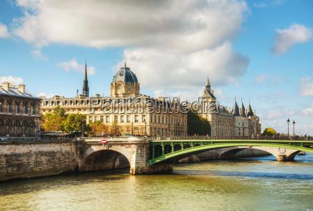 ledificio conciergerie a parigi francia