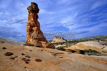 blu sopra in alto monumento pietra