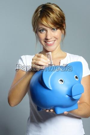 donna banca blu risata sorrisi enorme