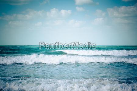 el azul del mar y las