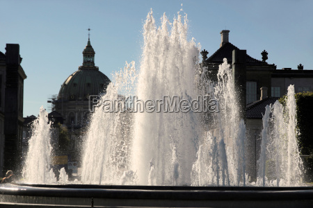 water games in front of amalienborg