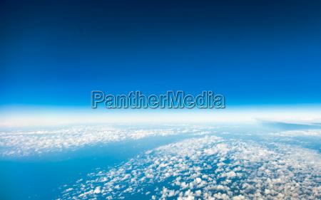 cielo vista dalla finestra di aeroplano
