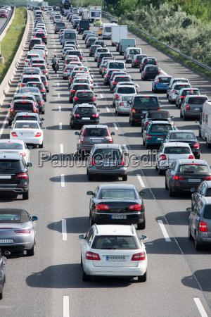 traffico automobilistico in autostrada nel traffico