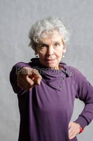 donna spettacolo anziano pensionato eta pensione