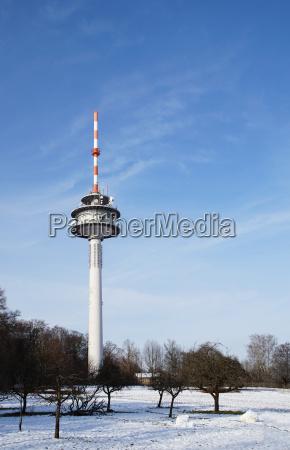 torre radio con antenne direzionali