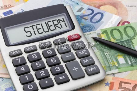 calcolatrice con banconote tasse