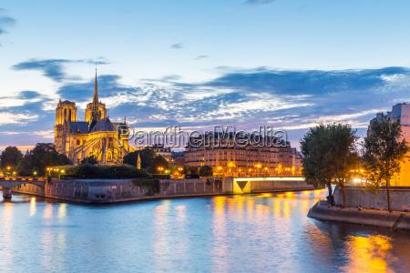 cattedrale parigi francia crepuscolo senna fiume
