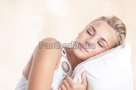 bella donna che dorme
