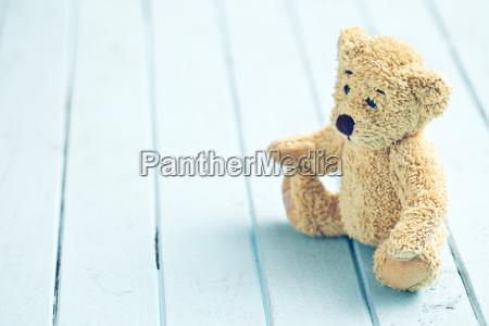 oso de peluche en la mesa