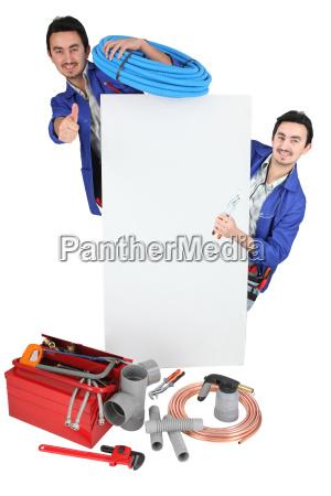 tradesman in posa con i suoi