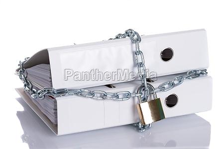informazioni limitato chiuso con la catena