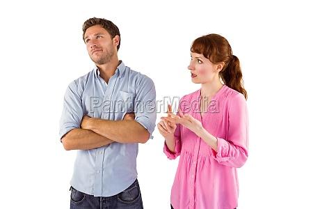 donna che litiga con luomo incurante