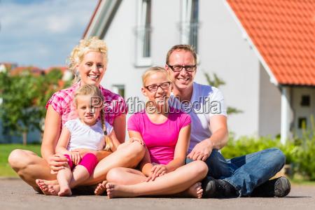 la, famiglia, è, orgogliosa, di, casa - 13774917