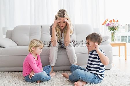 stufi madre che ascolta i suoi