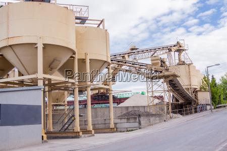 industria calcestruzzo fabbrica cemento silo raffineria