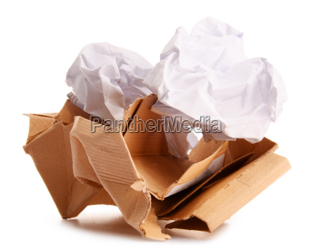 carta da riciclaggio isolata su bianco