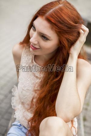 donna moda stile di vita capelli