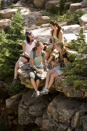 quattro donne si prendono una pausa