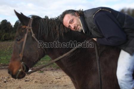 enologo italiano a cavallo