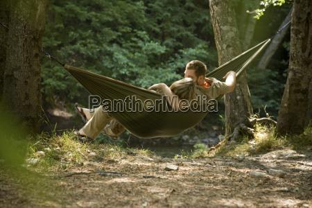 coppia di relax su unamaca nel