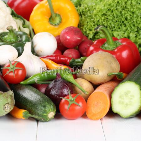 verdure come pomodori peperoni lattuga funghi