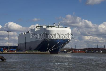 traghetto nel porto di bremerhaven