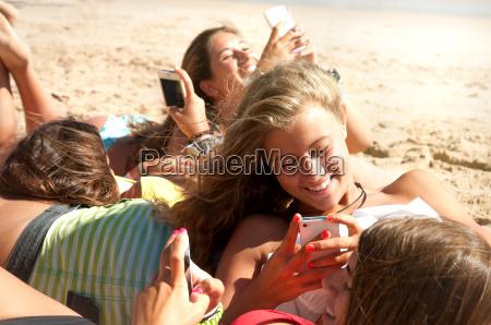 amicizia telefono cellulare riva del mare