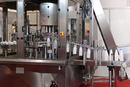 latte produzione fabbrica bottiglie archiviazione mungere