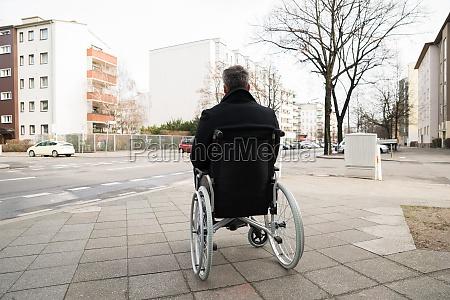 sedia a rotelle persone popolare uomo