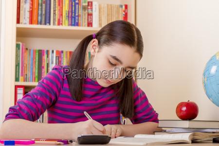 studiare studio scrivere scrivania educazione femminile