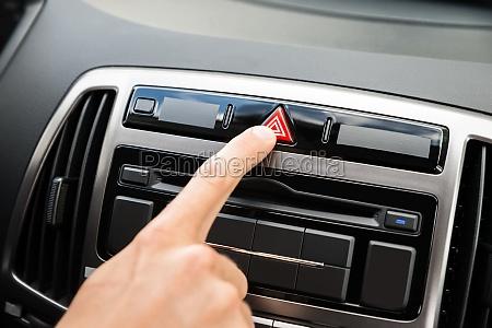 segnale mano interno auto veicolo mezzo