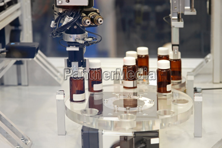 produzione farmaci bottiglie dispositivo controllare autocontrollo