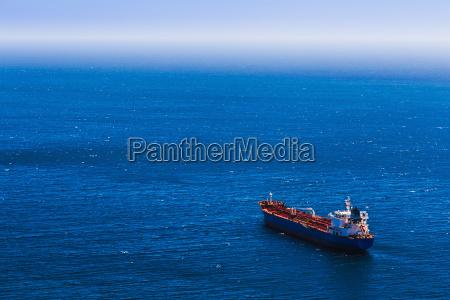 traffico caricare imbarcare trasporto petroliera trasportare